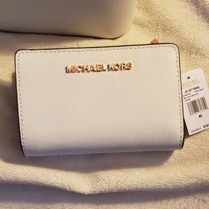 Michael Kors Jet Set Travel Bifold Zip Coin Wallet